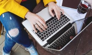 anofm-angajatorii-care-au-beneficiar-de-sprijin-financiar-pentru-achizitiile-de-bunuri-si-servicii-s9511-1-300×182